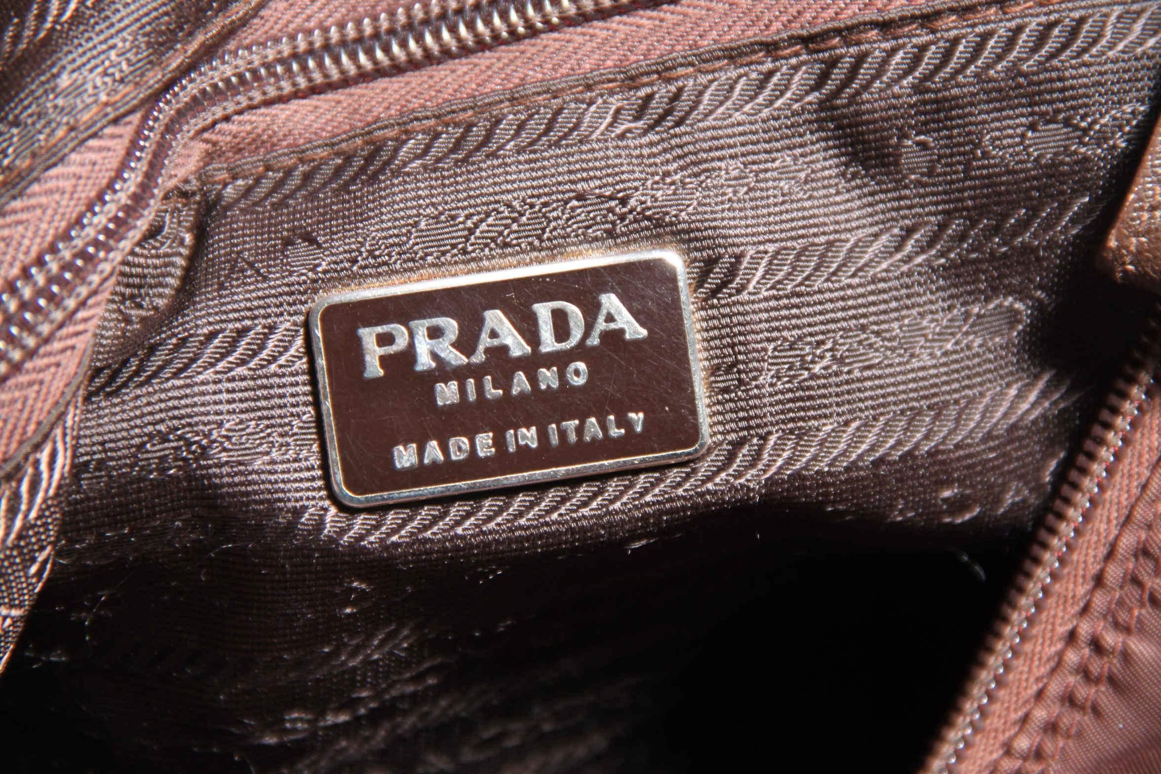 22b85d0ddd5540 Prada: logos, shapes and details , a close look - VintageMania