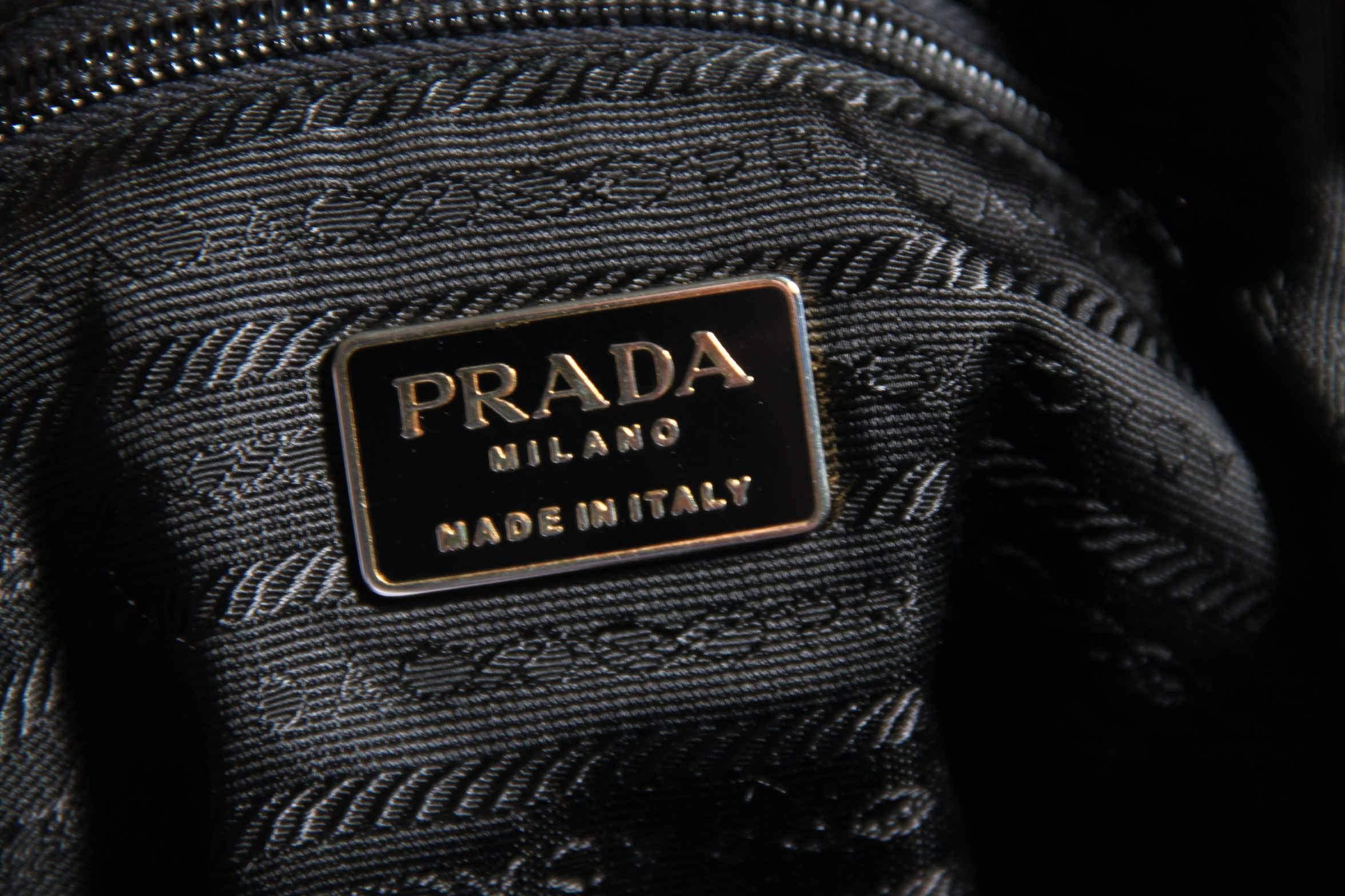 7dce150b2f3f26 Prada: logos, shapes and details , a close look - VintageMania